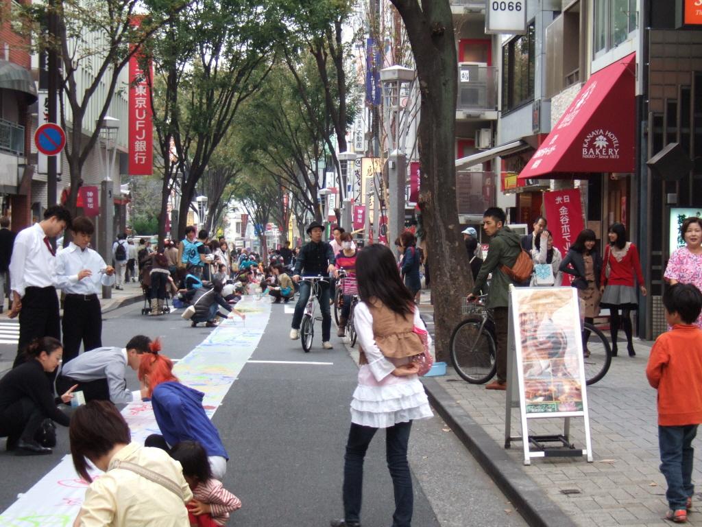KAGURAZAKA Machitobi Festa 201101103.jpg